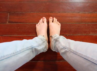 bow legs yoga 3 tips on how to get started with correcting bow legs naturally thebodyconditioner